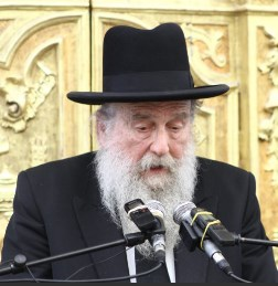 Picture of Rabbi Moshe Shapira.
